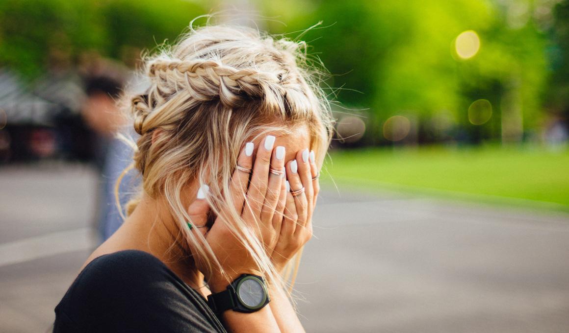 Titelbild Blondes Haar Nach Dem Urlaub Gruenstich Im Haar Nach